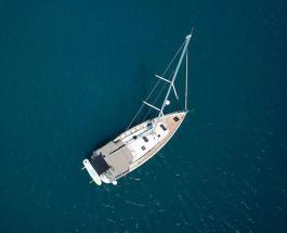 Пара продала все имущество чтобы путешествовать по миру на парусной лодке с дочками