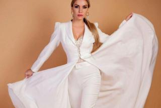 Новый свадебный тренд: невесты массово надевают брючные костюмы вместо платьев