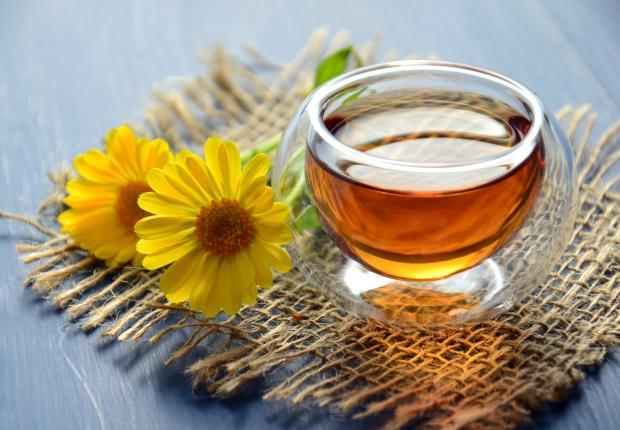 мед в прозрачной миске