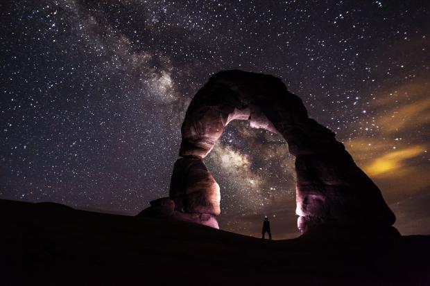 звездное небо, арка, человек