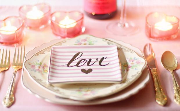 романтически сервированный стол