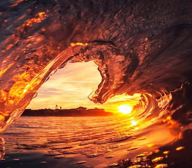 высокая волна, восход солнца