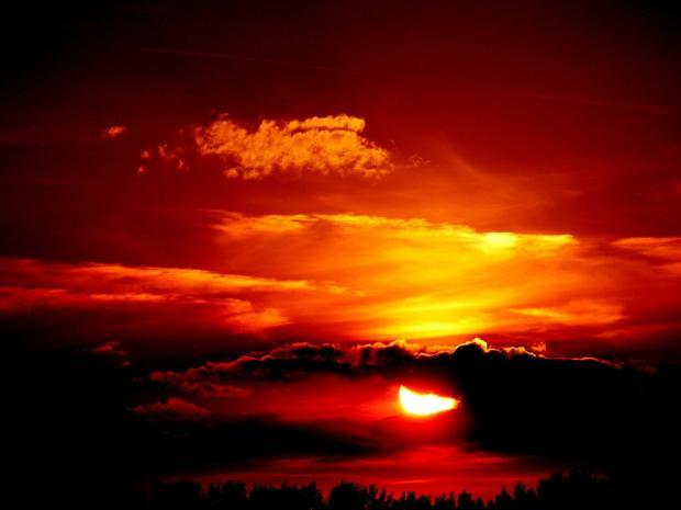 красный солнечный закат