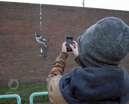 Граффити на тюремной стене в Великобритании приписывают загадочному Бэнкси