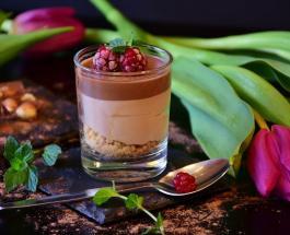 Вкусный десерт в стакане за 5 минут: для приготовления нужны всего 3 ингредиента