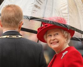 Молодая Елизавета II с матерью: Букингемский дворец опубликовал архивное фото королевы