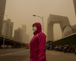 Мощная песчаная буря обрушилась на Пекин: без вести пропали десятки людей