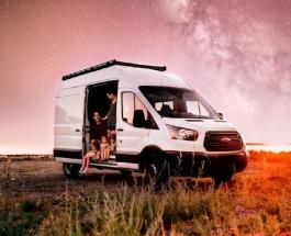 Многодетные родители превратили фургон в комфортный дом на колесах чтобы путешествовать