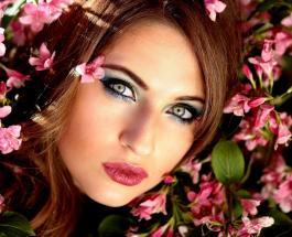 Как изменились тренды макияжа за 5 лет: от дерзких стрелок до нежного нюда – видео