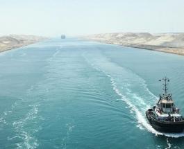 """Морской контейнеровоз заблокировал Суэцкий канал спровоцировав огромную """"пробку"""" на воде"""