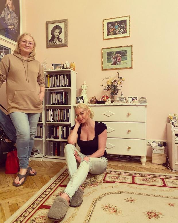 Анастасия Волочкова с мамой