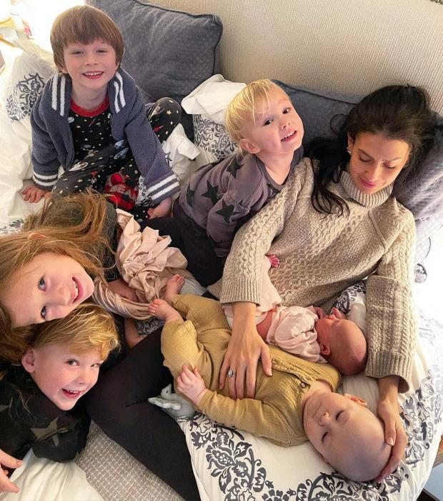 Хилария Болдуин с детьми