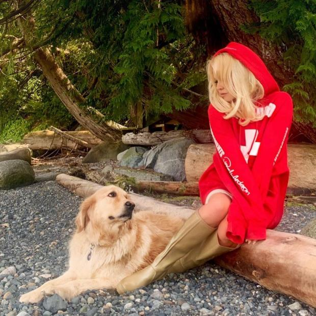 Памела Андерсон с собакой