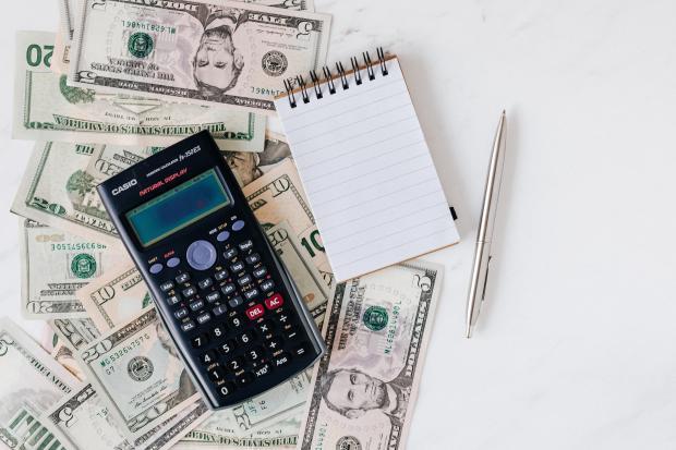 Калькулятор деньги и блокнот