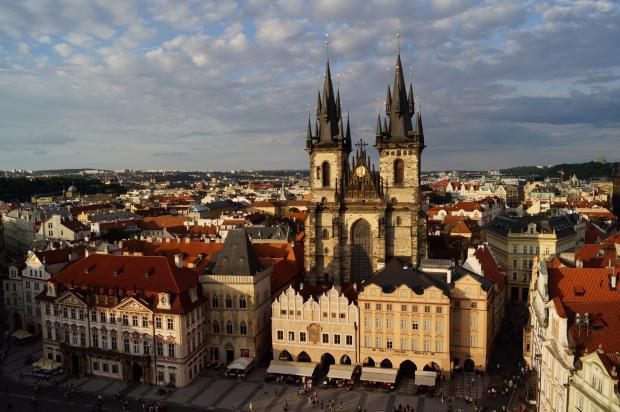 красивое здание в Праге