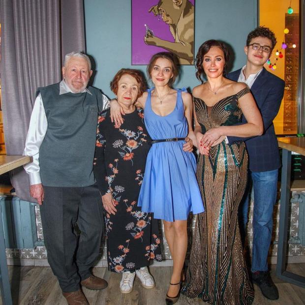 Екатерина Волкова с семьей