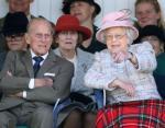 Елизавета II и принц Филипп с правнуками: трогательное фото показал Букингемский дворец