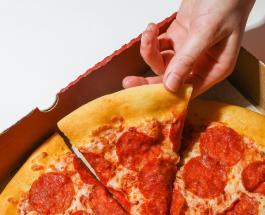 Мини-пиццы с сосисками и томатным соусом: рецепт горячей закуски для всей семьи