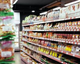 Двухметровый варан забрался в супермаркет в Таиланде напугав посетителей: видео инцидента