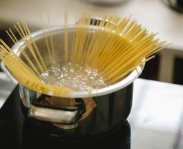 7 причин не сливать в раковину воду после варки макаронных изделий
