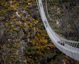 В Португалии готовится к открытию самый длинный в мире пешеходный подвесной мост: видео