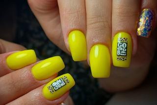Желтый маникюр 2021: актуальные идеи яркого дизайна ногтей