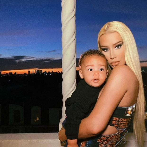Игги Азалия с сыном