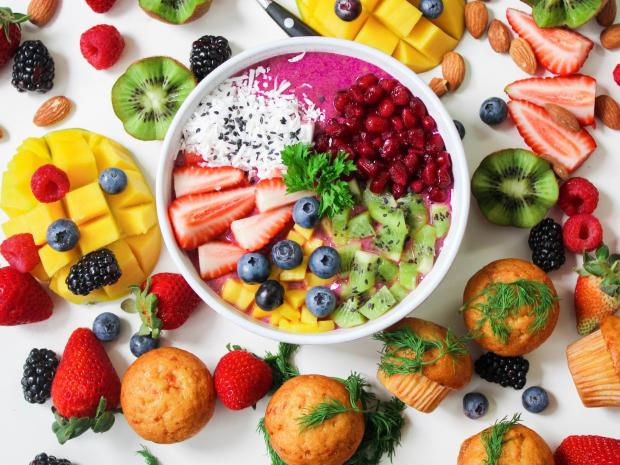 ягоды и фрукты, кексы