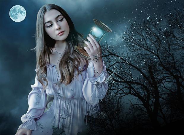 девушка под лунным небом