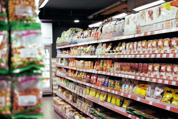 полки в супермаркете