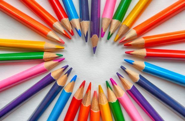 сердечко из цветных карандашей