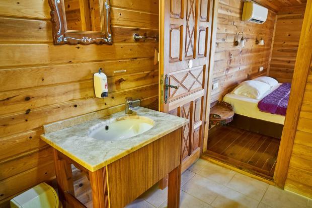 интерьер ванной комнаты с применением натуральных материалов