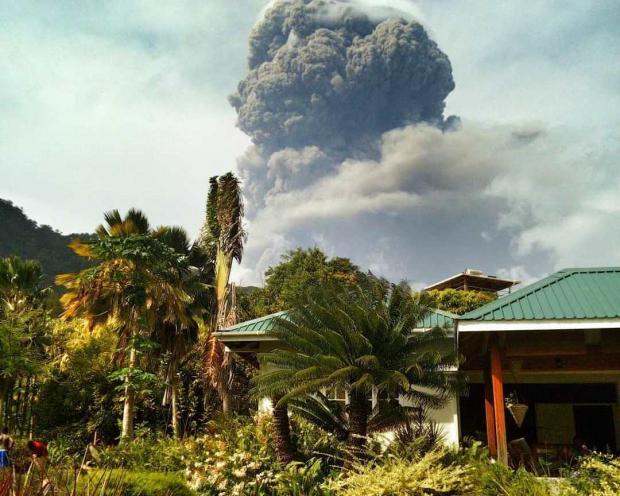 Извержение вулкана на карибском острове