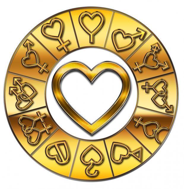 зодиакальный круг окружает золотое изображение сердца
