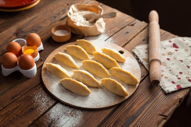 пирожки на кухне