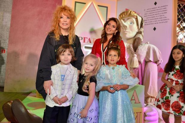 Алла Пугачева и Жасмин с детьми