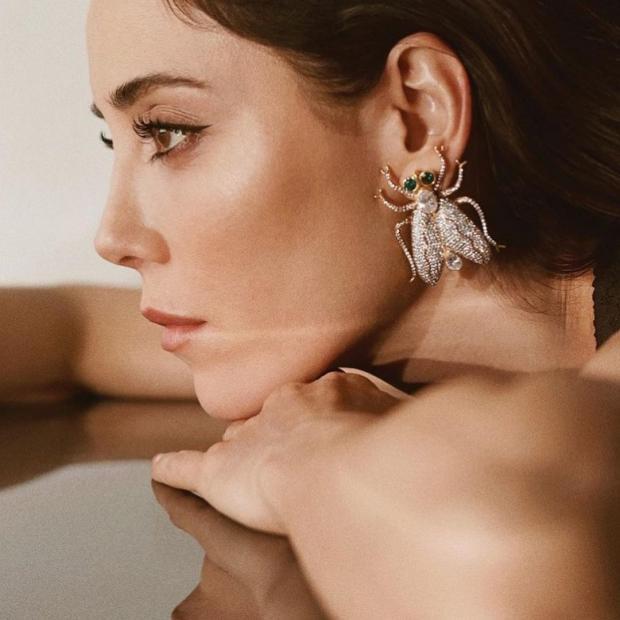 Джансу Дере: творчество и личная жизнь красивой турецкой актрисы и модели