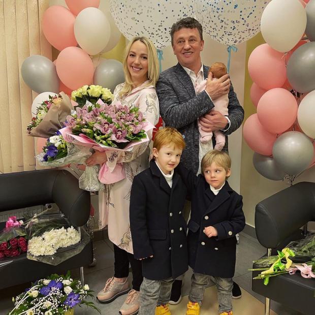 Галина Боб с мужем, дочкой и сыновьями
