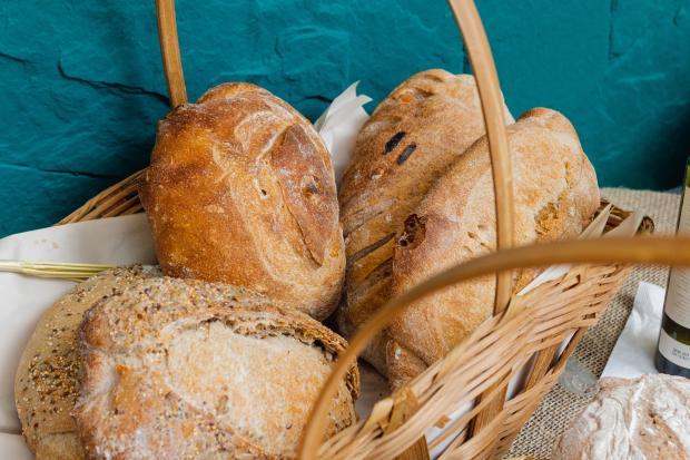 разные виды хлеба в козине