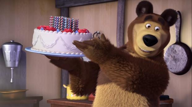 Медведь с тортом