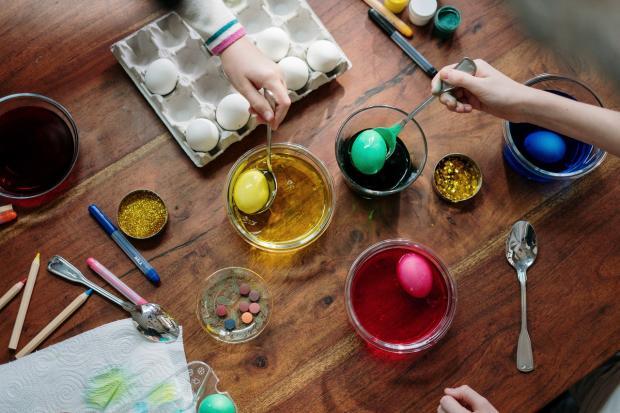 способы окрашивания вареных яиц на Пасху