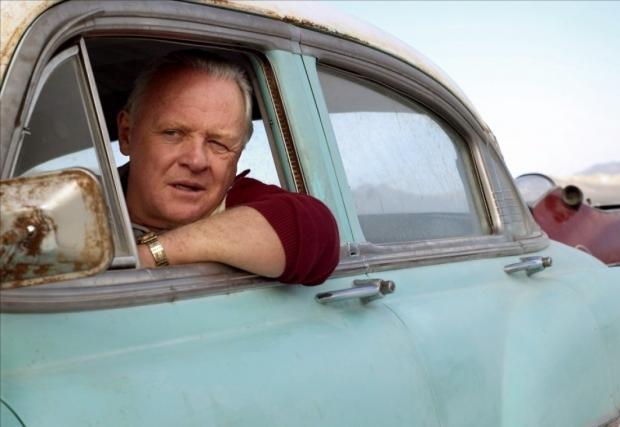 Энтони Хопкинс в голубой машине