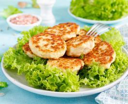 Что приготовить на обед: рецепт аппетитных куриных котлет с плавленым сыром и зеленью