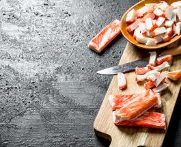 """Закуска """"Рафаэлло"""" с крабовыми палочками и двумя видами сыра – простой рецепт"""