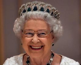 Елизавета II пошутила о своем возрасте беседуя с работниками благотворительной организации