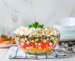 Крабовый салат с рисом и огурцом: как приготовить вкусную и сытную закуску
