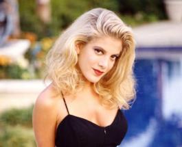 """Донне из """"Беверли-Хиллз, 90210"""" 48 лет: как изменилась внешность актрисы Тори Спеллинг"""
