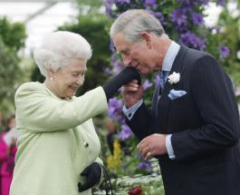 Елизавета II и принц Чарльз посадили дерево в рамках запуска совместного проекта