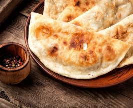 Чебуреки с сыром и мясом: идея вкусной закуски для пикника на природе