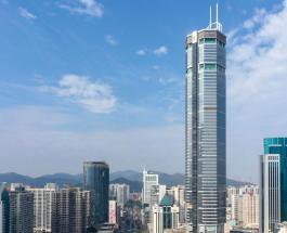 300-метровый небоскреб в Китае внезапно покачнулся вызвав панику среди местного населения